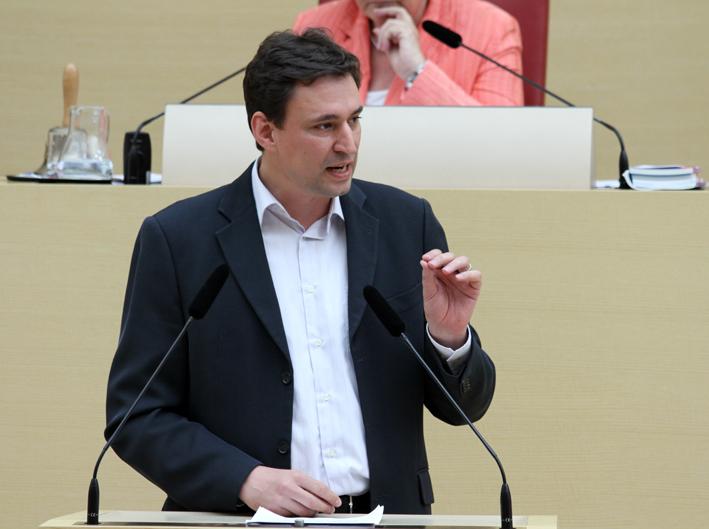 Georg Eisenreich bei einer Rede im Plenum